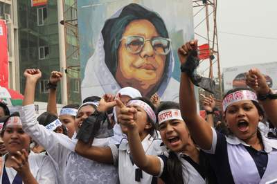 Shahbagh Protesters Hold Up Images of Bangladeshi Political Activist & Author, Jahanara Imam, Who First Demanded to Try War Criminals.Image Credit: The Daily Star