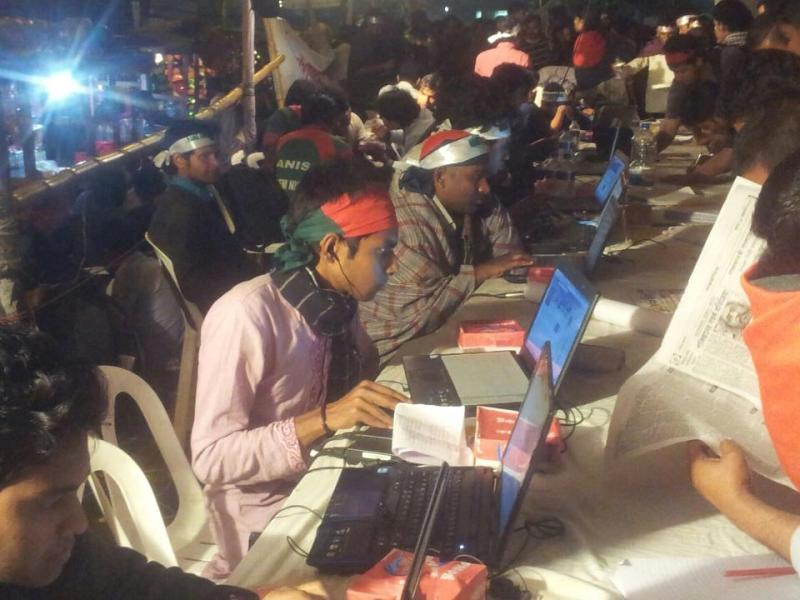 Bloggers, hackers & other cyber ninjas going strong at #Shahbagh. These are the people who made #shahbag happen! Our digital revolution! Image Credit: CI