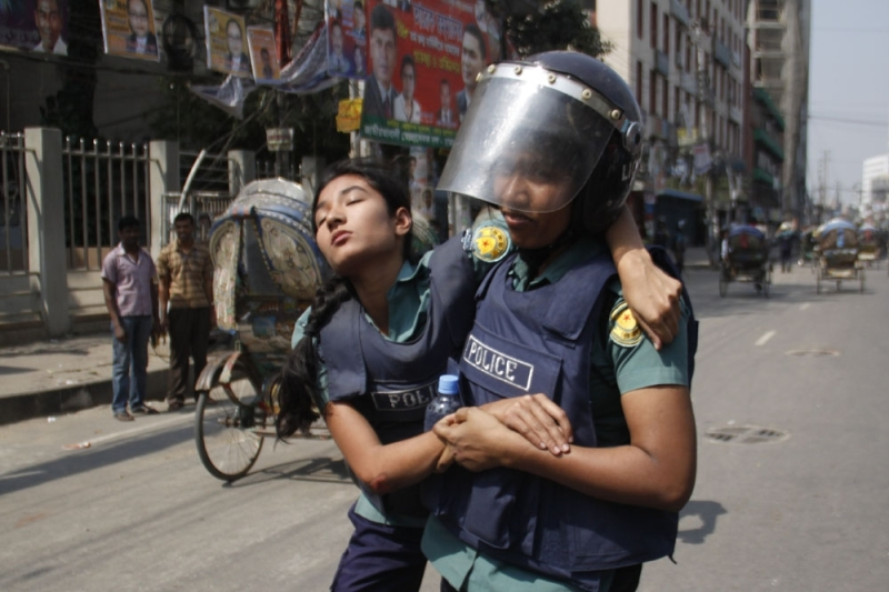 Bangladesh Law Enforcement Officers Include Women. Image Credit: bdnews24.com