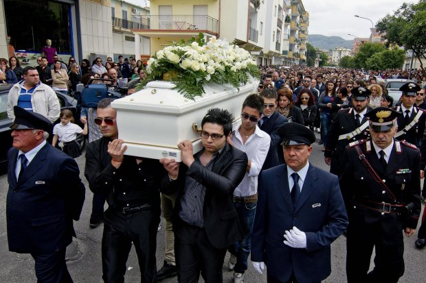 The floral-decked white coffin of Fabiana Luzzi, the teenage girl burned alive by her boyfriend. Image Credit: Daily Beast.