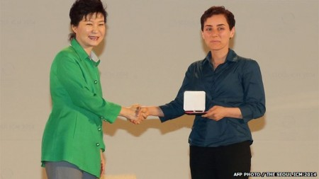 Maryam Mirzakhani receives her award from South Korea's President Park. Talk about two pioneering women. Image Credit: Flickr.